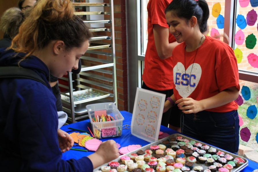 Sweet Treat: Eagle Service Club hands out