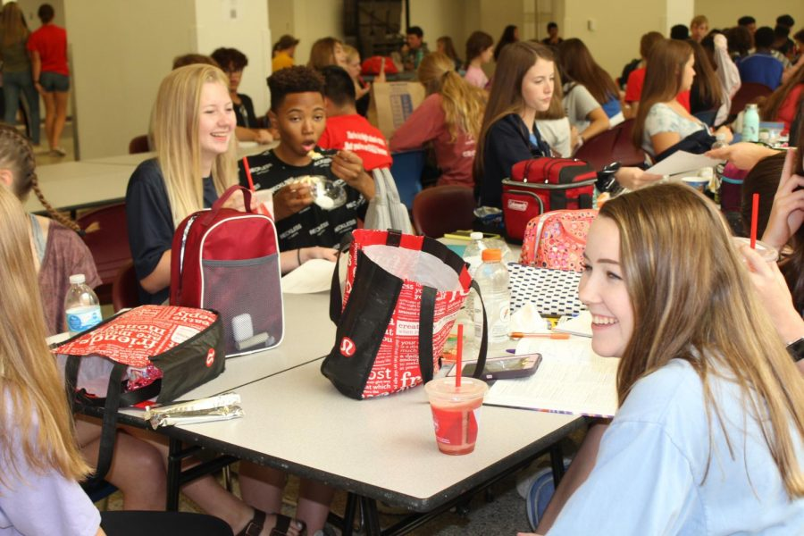 Students eating in the upper commons.
