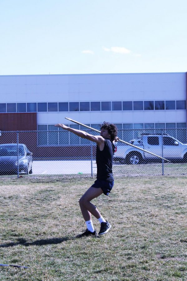 Ricky+Vasquez+at+practice+training+for+javelin+to+prepare+for+the+meet.