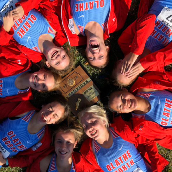 Varsity Cross Country girls Kira Almsberger, Alexis Dockstader, Halle Heeran, Irina Honc, Jillian Kiefer, Zoey Schillinger, Kaylee Tobaben, and Sarah Whitaker posing with their award after winning regionals.
